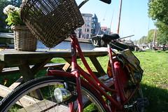 Edam's bicycle (victor_guinea) Tags: holland dutch amsterdam nederland bicicleta holanda typical bycicle edam tpica holandesa