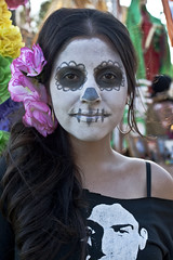 12.100 (johnwilliamsphd) Tags: street portrait people copyright woman holiday john dayofthedead dead skeleton skull la colorful williams faces painted c makeup streetportrait honor mexican diadelosmuertos hollywoodforevercemetery remembrance calavera reverent  williams john johncwilliams guerrillafotocom johnwilliamsphd phd