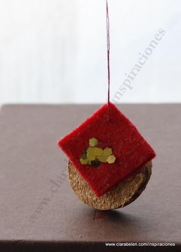 Manualidades Navidad: Adorno de árbol de Navidad con corcho y recortes de fieltro