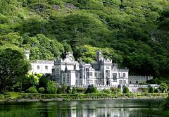 Kilemore Abbey (Omino Beffardo) Tags: ireland abbey cogalway connemara irlanda abbazia kylemore sperdutatralemontagne ominobeffardo