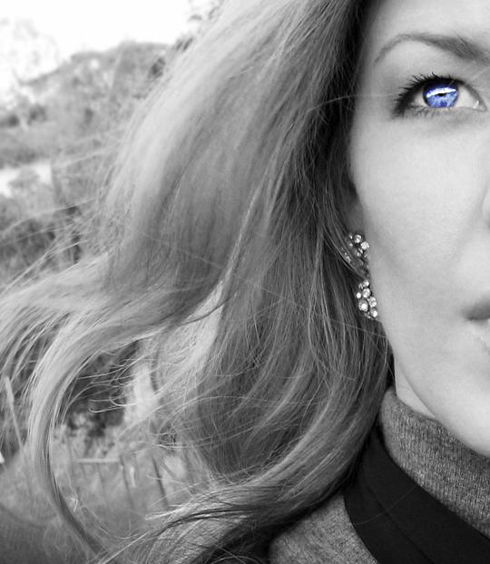 black and white blue eye+earrings+sharp