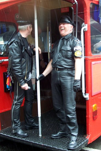 September 29, 2007 Posted by richiepride | black, bus, couple, gay, leather, ...