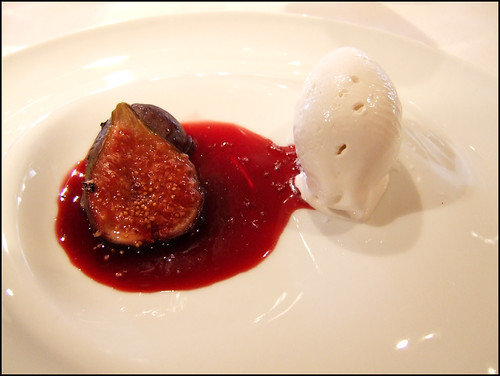 Mugaritz (Errenteria) - Ripe Figs Grilled over Vine Twigs