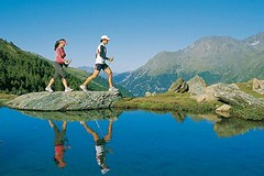 Nordic walking na slunné straně Alp