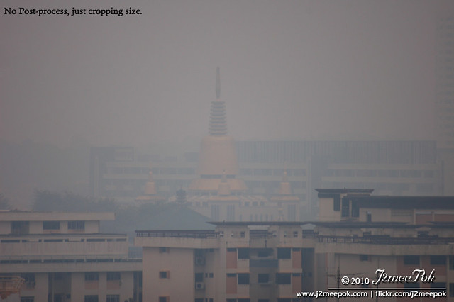 Singapore Haze ( i can't see the temple )