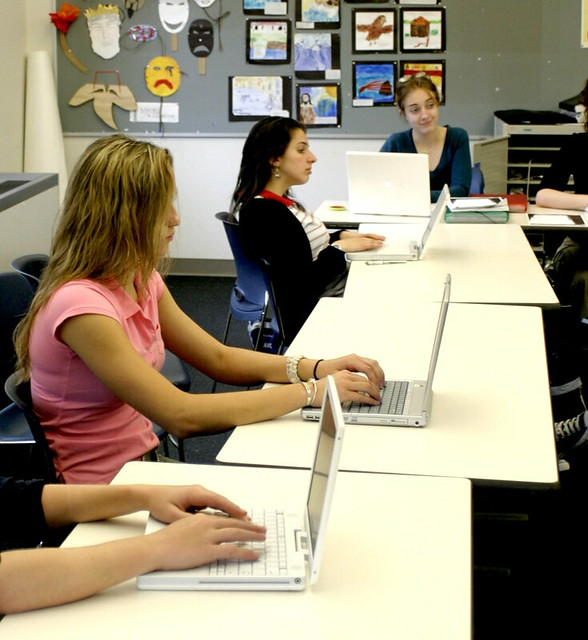 Learning with Technology - Tom Daccords classroom