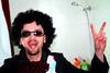 إحسان قدام منظرة الحمام و للجنون عنوان (Ali Bahar) Tags: crazy جنون إحسان