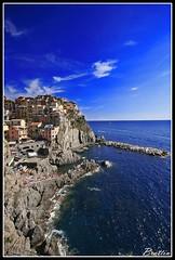 A picco sul mare (brattin) Tags: sea sky italy landscape italia mare blu liguria cinqueterre 1020 canoneos350d paesaggi grandangolo 5terre