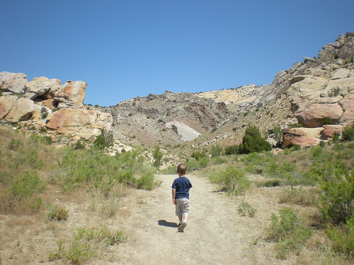 dinosaur monument hike