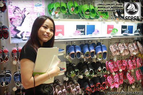 a991c5cffdaa45 Joanne giving us a short briefing on the latest models of Crocs footwear