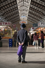 Un japons en el Mercado Central (Xavi Calvo) Tags: people man valencia hat shopping bag japanese spain market tourist plasticbag mercadocentral