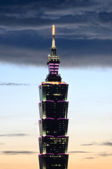 Taipei 101 Skyscraper (*Yueh-Hua 2013) Tags: camera sunset building tower architecture night skyscraper canon buildings eos fine taiwan 101  taipei taipei101 dslr        30d  101       canoneos30d verticalphotograph  canonef70200mmf4lisusm  is l taipei101skyscraper taipei101internationalfinancialcenter  tigerpeak   2007july