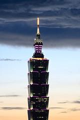 Taipei 101 Skyscraper (*Yueh-Hua 2016) Tags: camera sunset building tower architecture night skyscraper canon buildings eos fine taiwan 101  taipei taipei101 dslr        30d  101       canoneos30d verticalphotograph  canonef70200mmf4lisusm  is l taipei101skyscraper taipei101internationalfinancialcenter  tigerpeak   2007july