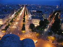 Avenue Champs Elysees (roddh) Tags: paris france night canon champselysees vanishingpoint perspective avenue pro1 roddh img6495 topofthearcdetriomphe