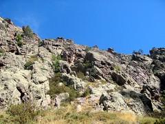 La falaise sous l'amphithéâtre de Campu Razzinu