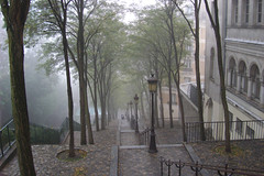 Butte Montmartre dans le brume-15 (Julie70) Tags: morning people paris france fall fog automne day montmartre mostinteresting choice gens 2007 paris18e buttemontmartre mostfav julie70 bruillard copyrightjkertesz juliekertesz paris18earrondissement montmartrois 100mostinteresting regionwide 120of50000