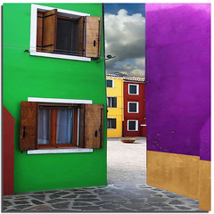 Burano tribute (1) - Living among the colors (Nespyxel) Tags: windows colors colori burano veneto superlativas nespyxel stefanoscarselli copyrightnonusarelafotosenzailmiopermessoscrittodontusemyphotowithoutmywrittenpermission
