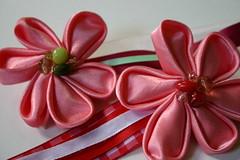 Kanzashi - Detail (bymanu) Tags: pink flower japanese beads pin broche crafts flor artesanato rosa japones missanga fita kanzashi ribon