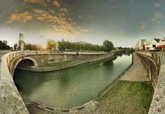 Paris - La Villette - 27-07-2007 - 6h49 (Panoramas) Tags: bridge sky panorama paris france reflection seine clouds de point puente la canal pod lock perspective himmel ponte reflet most ciel reflect cielo pont brug nuages brcke vanishing hdr channel villette ptassembler kpr bassin caelum cluse fuite etiennecazin citdessciencesetdelindustrie   smartblend tiennecazin