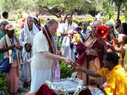 H H Jayapataka Swami in Tirupati 2006 - 0020 por ISKCON desire  tree.