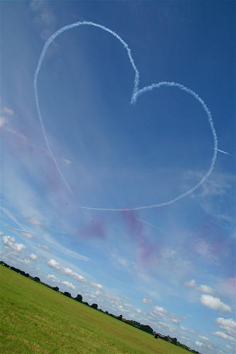 Heart in the sky;Red Arrows -Air Tattoo 2007