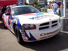 A Dodge Charger with NASCAR graphics at the Woodward Dream Cruise... (Steve Brandon) Tags: auto usa car racecar geotagged birmingham automobile 10 michigan unitedstatesofamerica detroit voiture nascar dodge suburb chrysler musclecar sportscar dodgecharger stockcar woodwardavenue   woodwarddreamcruise scottriggs  valvolineevernhamracing no10valvolinestanleytoolsdodgecharger