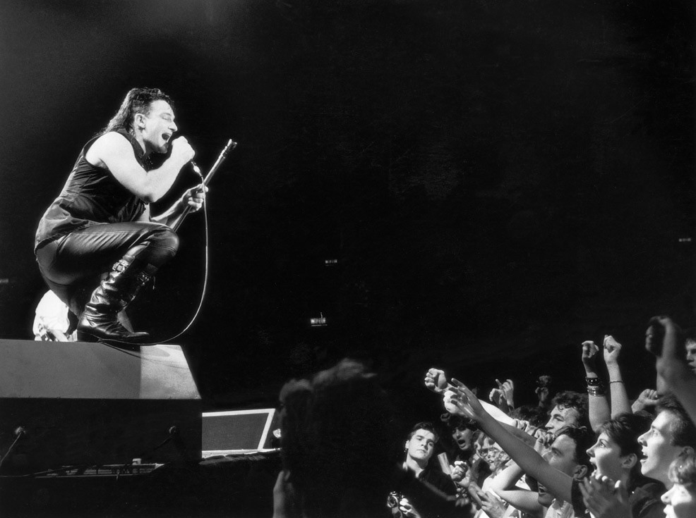 Sonic Editions - The Uncut Collection: Bono on stage 1984