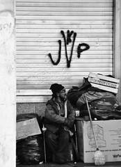la mejor calidad? juro que yo he visto mejores (quino para los amigos) Tags: poverty argentina buenosaires poor ad caja cajn cartel kirchner pobreza calidad cartele cajas peronismo dsc0150
