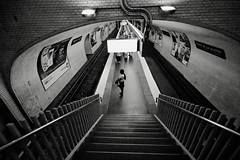 (jam-L) Tags: bw woman paris stairs alone noiretblanc mtro utata mata escalier 0707 portedelavillette hightlow