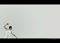 Elegant Fight (Geraldos ) Tags: light ballet white man male licht dance nikon space gray naturallight minimal clean fist sauber mann pure minimalistic dans puur d300 emptyspace sortof vuist geraldos minimaal zuiver natrlicheslicht geraldemming knuistjes