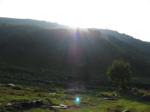 Il sole si alza sull'alpeggio