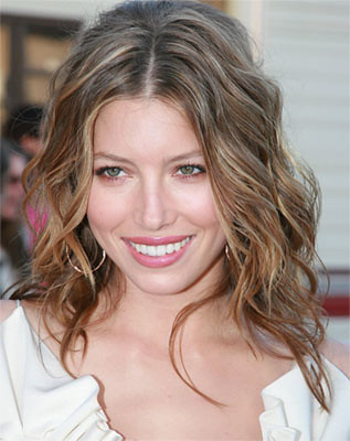 jessica-biel-long-curly-hairstyle