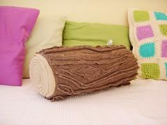 Log Pillow...das Holzscheidkissen (emerald bumblebee) Tags: wood brown log bumblebee pillow fleece holz emerald kissen
