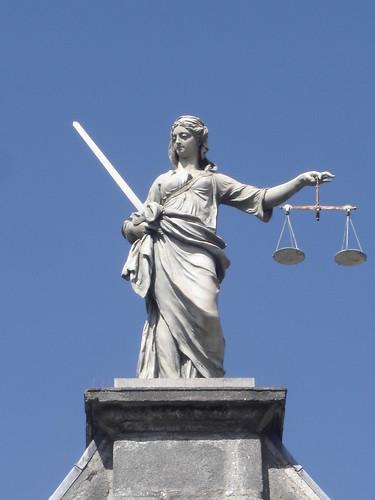 雕像的正义