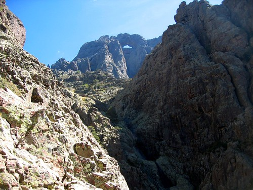 Attaque de la falaise sous Campu Razzinu : face W du Tafonatu