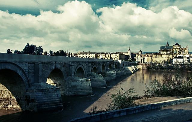 Vistas desde el viejo Puente Romano (versión II)
