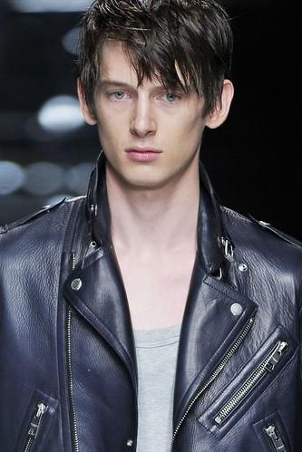 Caspar Smyth3005_SS11_Milan_Burberry Prorsum(VOGUEcom)