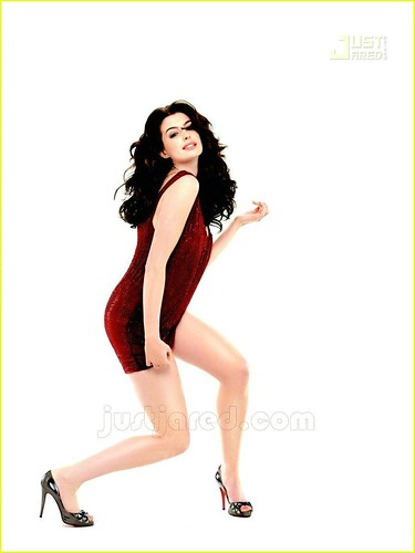 anne-hathaway-marie-claire-04