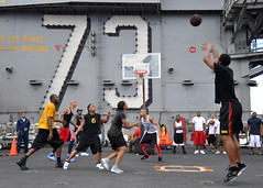 Shooting a Three (US Navy) Tags: basketball ship military sailors militar athletes usnavy buque unitedstatesnavy atletas marineros bsquetbol