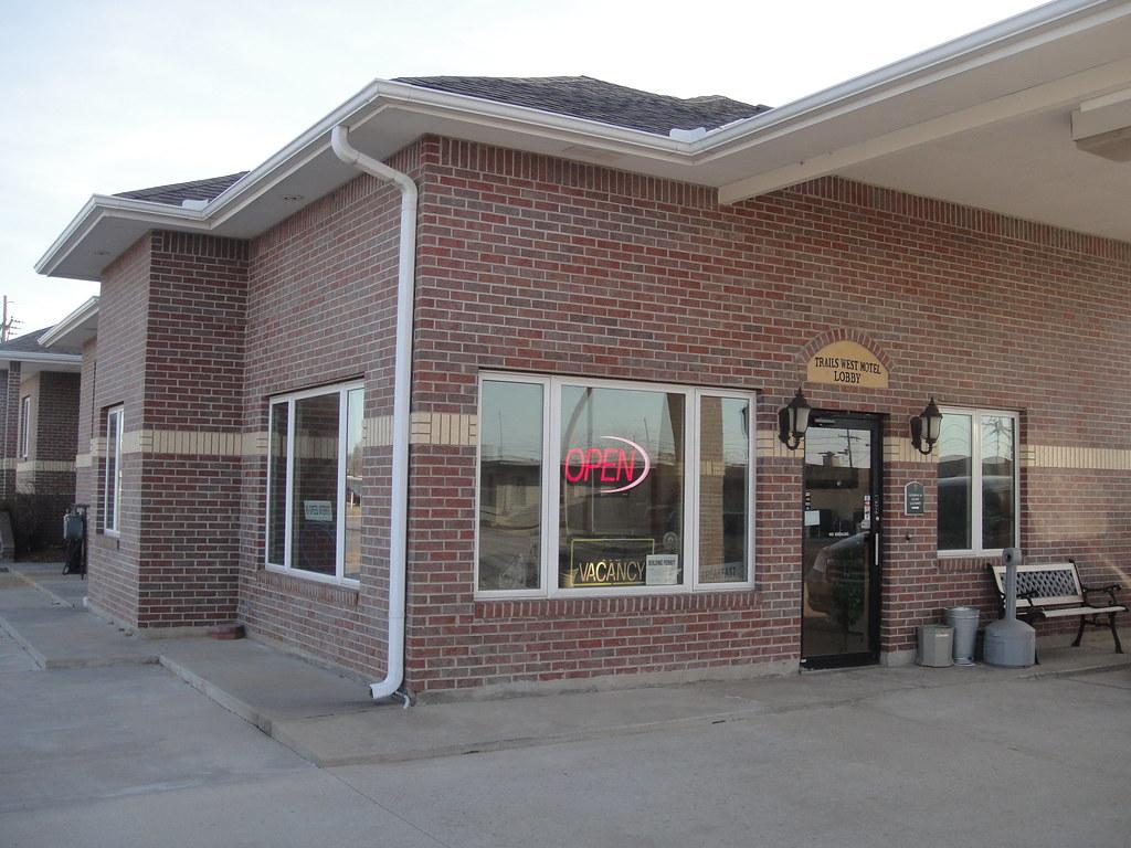 Trails West Motel - Hutchinson, KS
