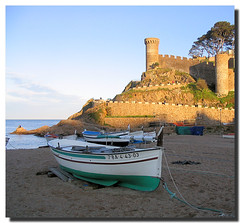 Resting / Descansando (. SantiMB .) Tags: sea espaa castle beach boat mar spain sand mediterranean barca towers playa catalonia girona arena catalunya walls muralla castillo costabrava mediterrneo tossa torres laselva decicated blueribbonwinner supershot dedicadas abigfave anawesomeshot aplusphoto superbmasterpiece goldenphotographer diamondclassphotographer flickrdiamond superhearts monmst colourartaward