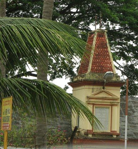 old building near RanganathittuRoad to Mysore 150707