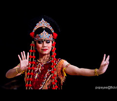 Indonesian Dance (Popeyee) Tags: pictures canon photo flickr gallery foto photographer image photos pics picture images fotos bild bilder journalist 2010 2011   popeyee popeyeeflickr