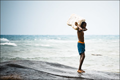 Kid from Seychelles. (Jos5941) Tags: blue sea mer playing childhood rock canon children geotagged island kid rocks indianocean bleu enfants seychelles enfant indien ocan enfance ocanindien blackkid josfernandez
