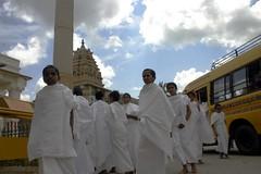 prakrut students (Yoiii) Tags: temple bangalore jain shravanbelagola bahubali teerth