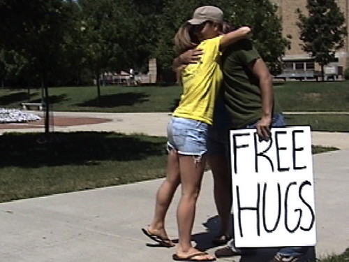 freehugs_girl2