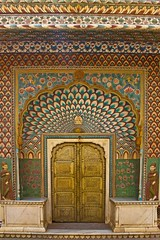 Lotus Gate - City Palace - Jaipur (Tilak Haria) Tags: door india architecture colours jaipur rajasthan citypalace pinkcity pratibimbsangli lotusgate