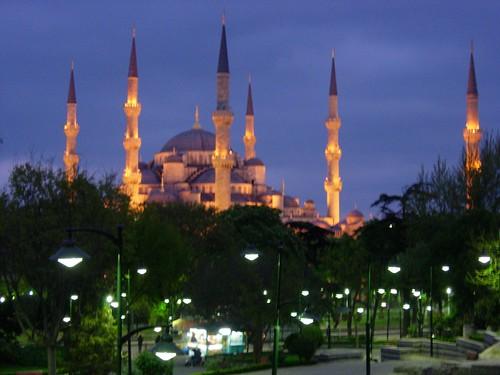 La mézquita azul de noche