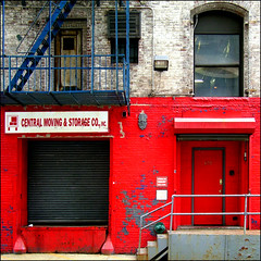 Magazzino newyorkese (Isco72) Tags: door blue red usa newyork window chelsea unitedstates blu decay stairway warehouse finestra porta scala rosso magazzino statiuniti decadenza blueribbonwinner mywinners diamondclassphotographer isco72 francescopallante