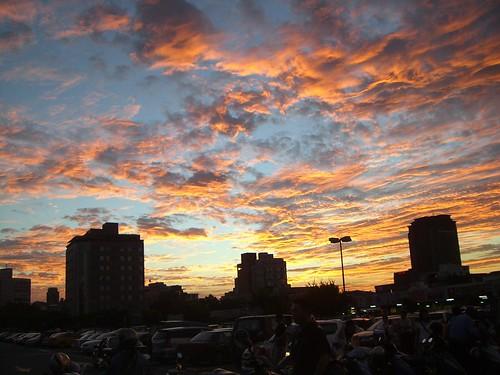 今日夕陽雲彩超火紅